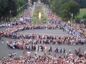 Lourdes - procession mariale