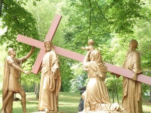 Lourdes - chemin de Croix dans la montagne des Espélugues